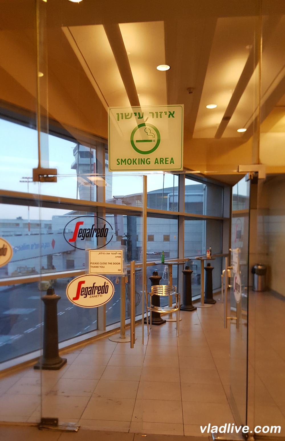Аэропорт Бен Гурион - место для курения